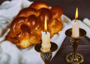 homemade-freshly-baked-challah-holy-sabbath-traditional-jewish-sabbath-ritual_73110-2020