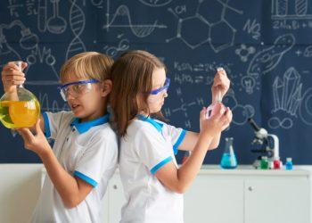 team-little-chemists_1098-16788 (1)
